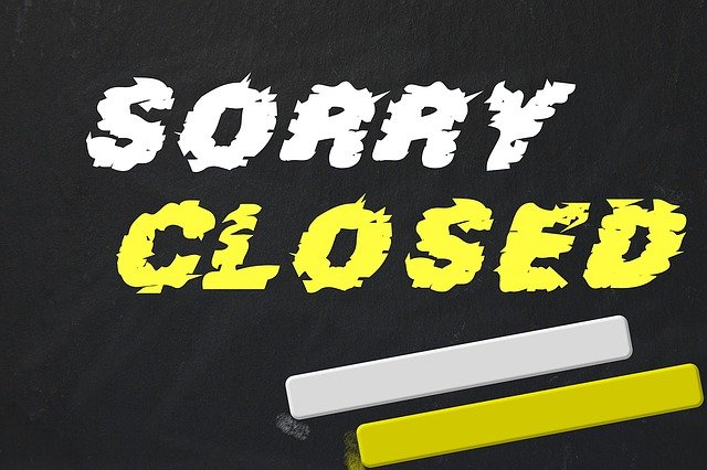 Ein Schild auf dem Sorry Closed steht