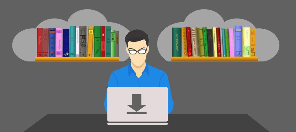 Ein Mann vor seinem Laptop, links und rechts neben ihm ein Bücherregal. Symbolisiert, dass sein Wissen in den PC geht.