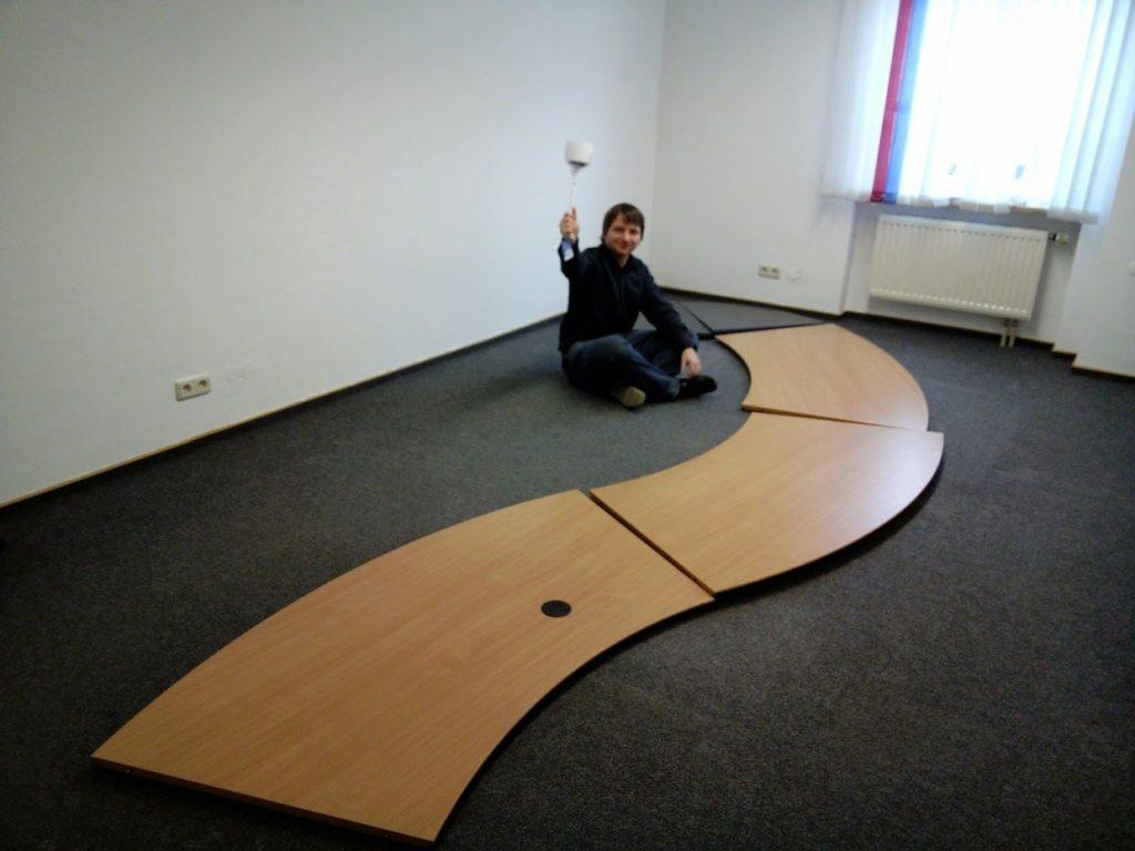 Ich (Robert) in einem noch leeren Bürozimmer