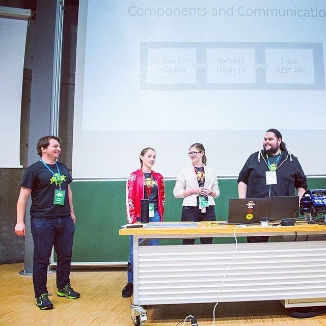 Gruppenbild der Team Präsentation bei der Hackaburt 2017