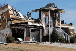 Ein eingestürztes Haus.